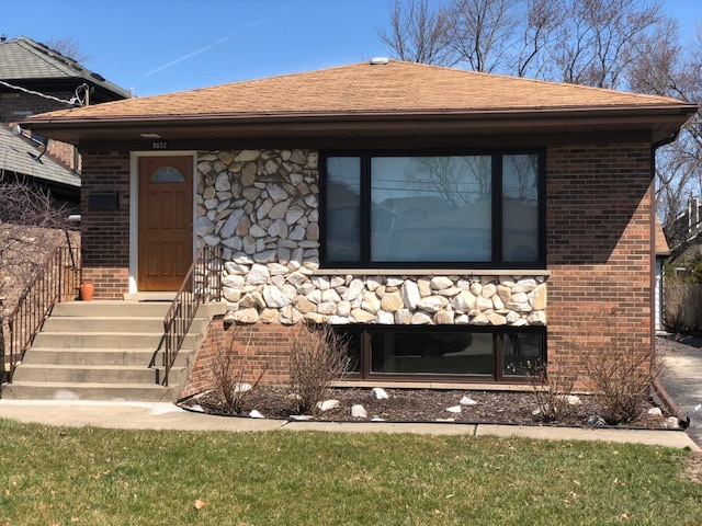 Single Story property for sale at 8652 West Sunset Road, Niles Illinois 60714
