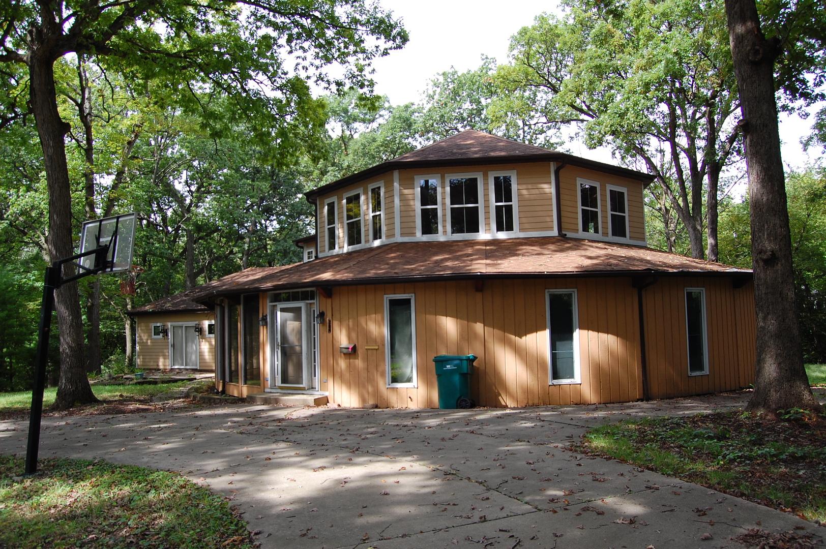 1251 Woodland Court, Joliet, Illinois