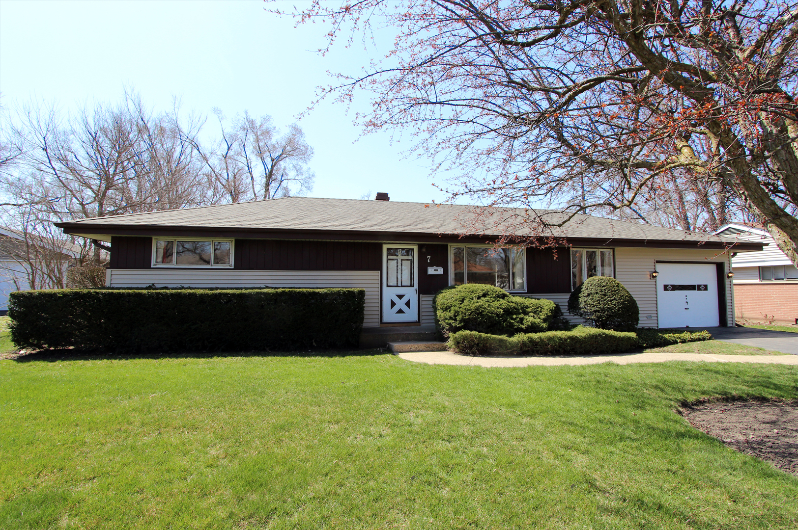 7 Crescent Road, Lake Zurich in Lake County, IL 60047 Home for Sale