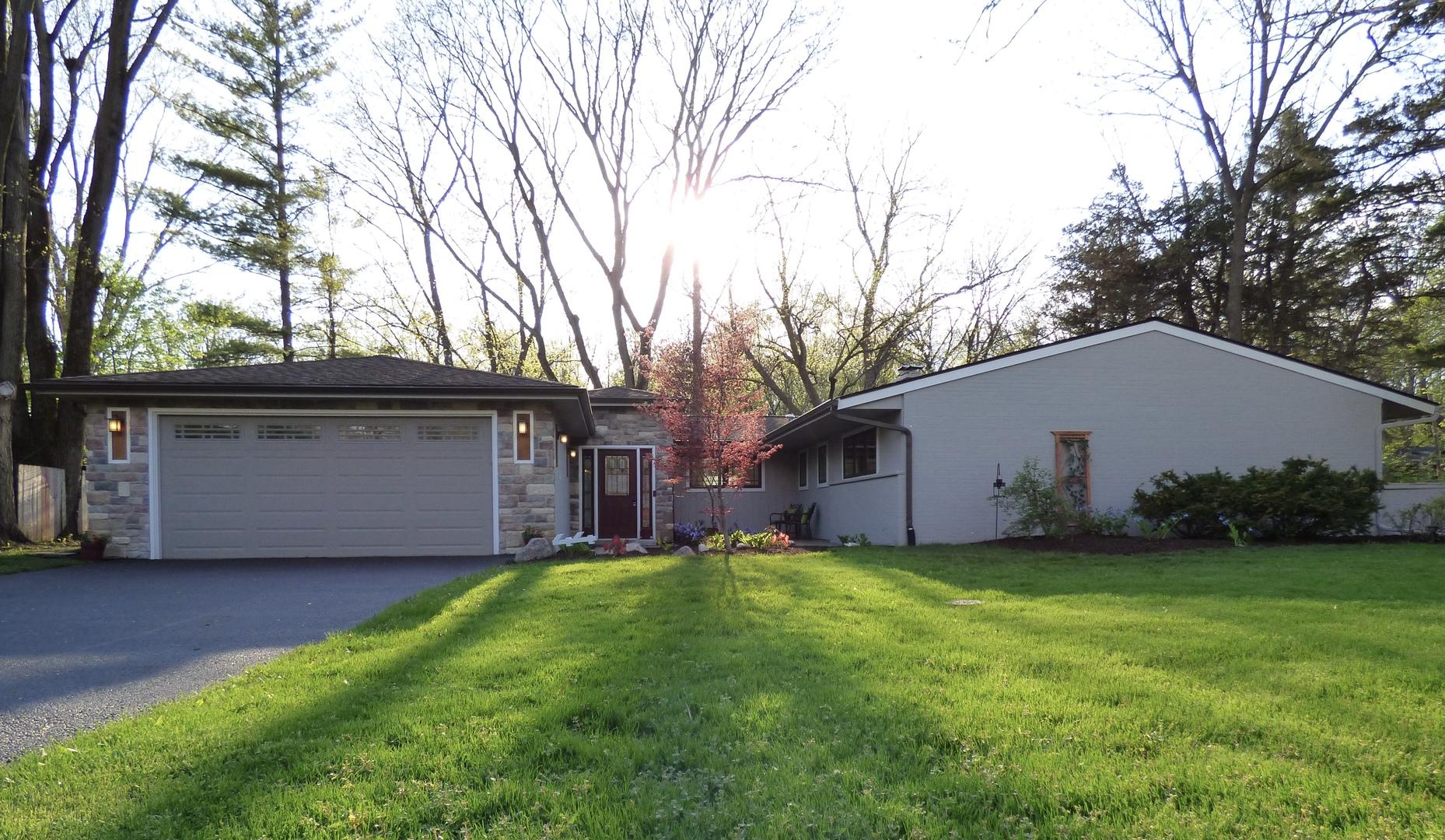 44 Cambridge Lane, Lincolnshire in Lake County, IL 60069 Home for Sale