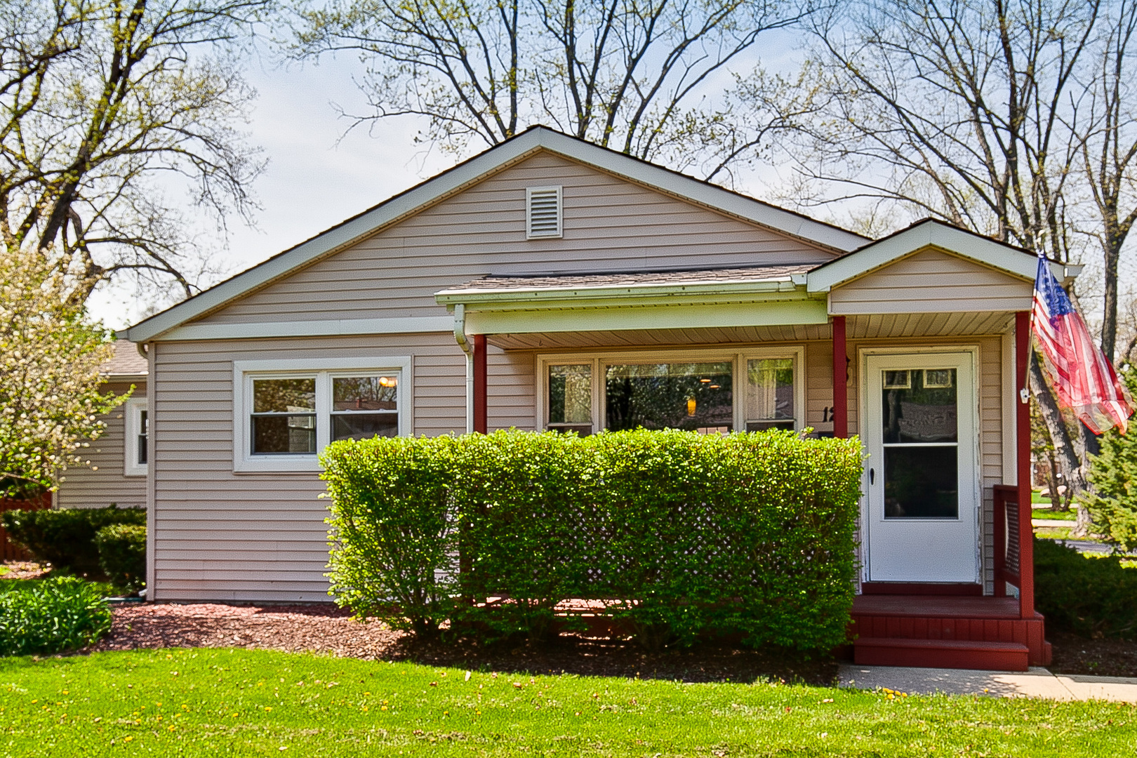 12 GOLFVIEW Road, Lake Zurich in Lake County, IL 60047 Home for Sale