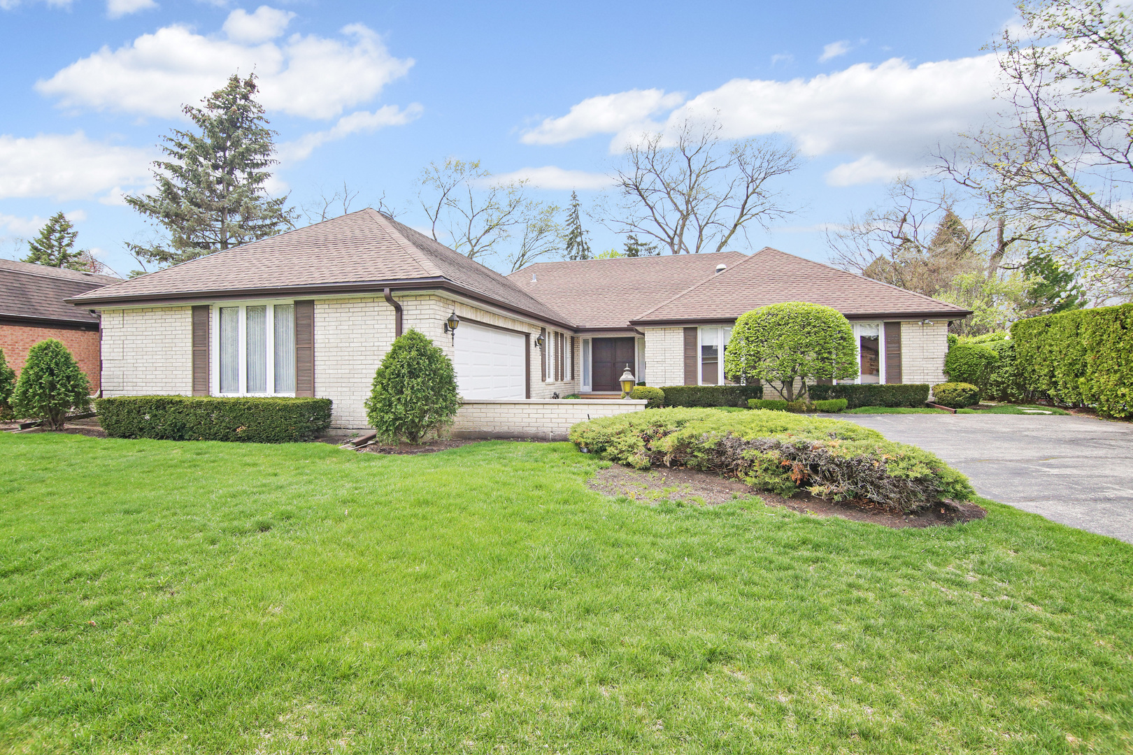 2520 Queens Way, Northbrook in Cook County, IL 60062 Home for Sale
