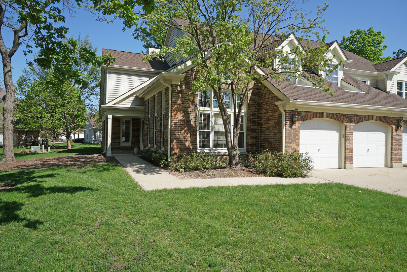 271 WILLOW Parkway, Buffalo Grove in Lake County, IL 60089 Home for Sale