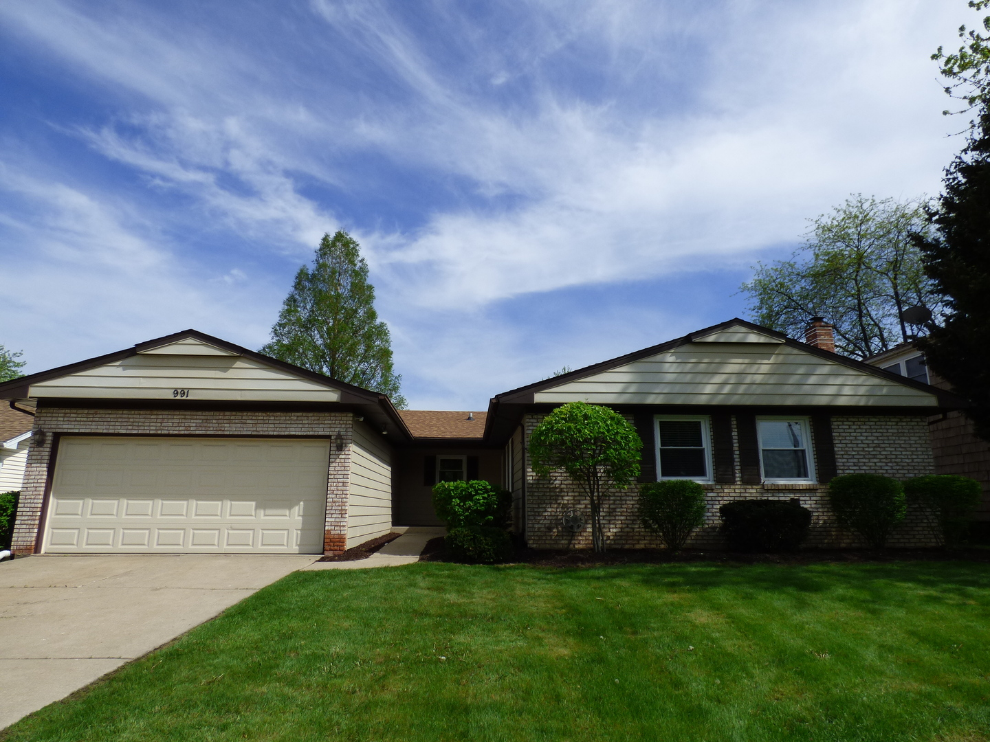 991 Whitehall Drive, Buffalo Grove in Cook County, IL 60089 Home for Sale