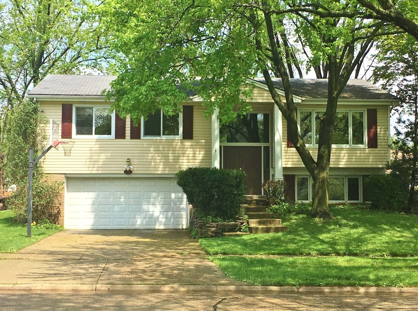 1010 Crestfield Avenue, Libertyville in Lake County, IL 60048 Home for Sale