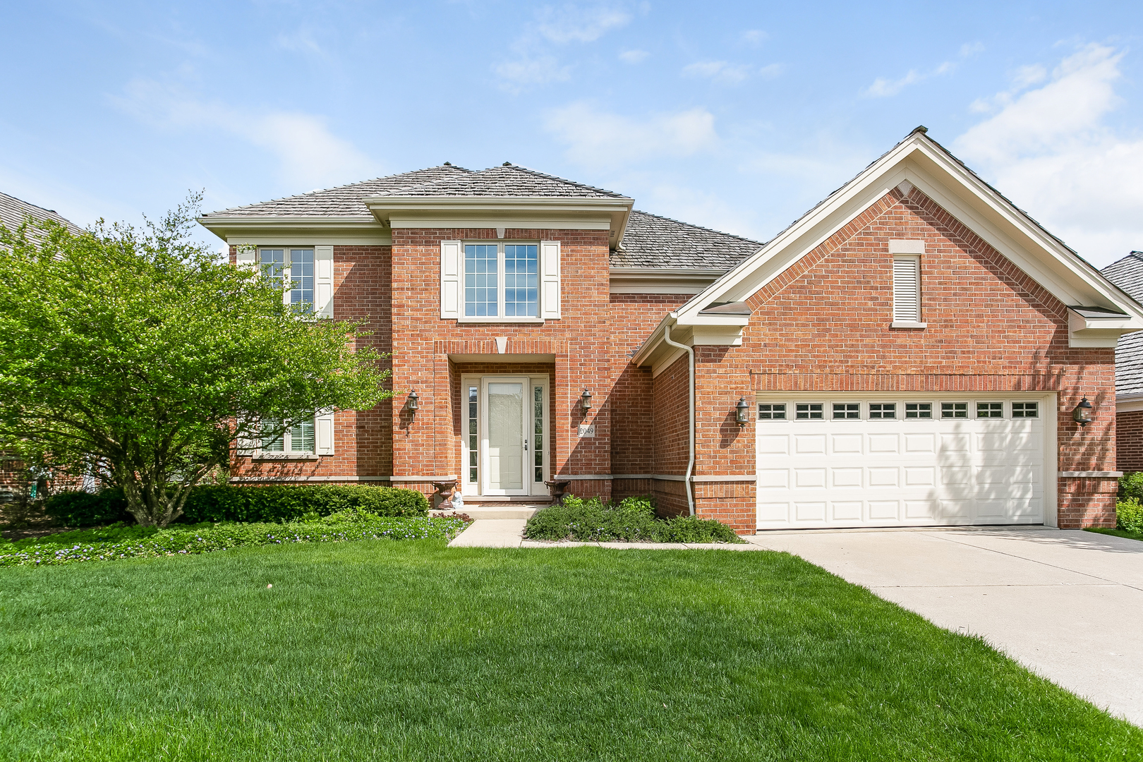 2049 Royal Ridge Drive, Northbrook in Cook County, IL 60062 Home for Sale