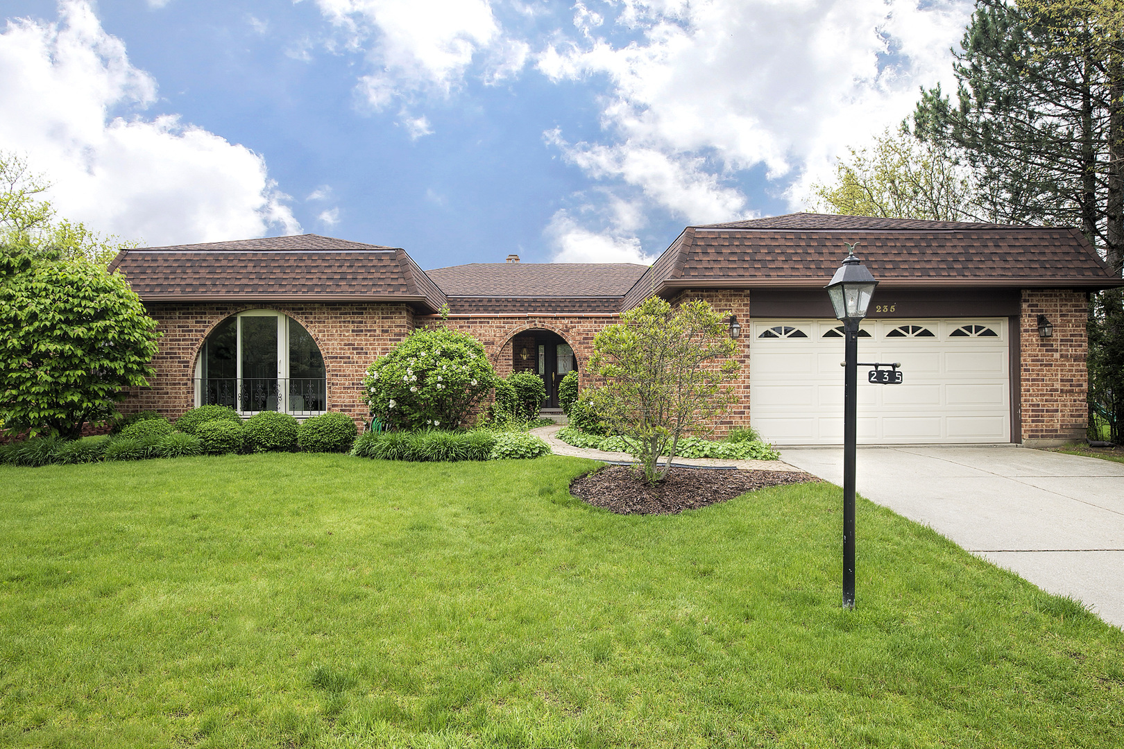 235 Fairview Lane, Northbrook in Cook County, IL 60062 Home for Sale