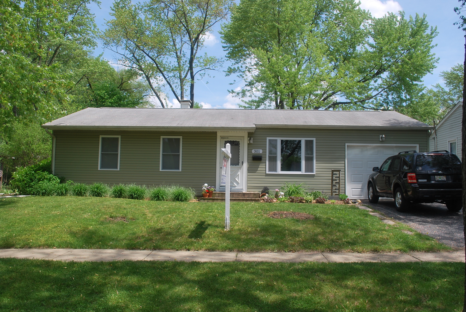 301 Raupp Boulevard, Buffalo Grove in Cook County, IL 60089 Home for Sale