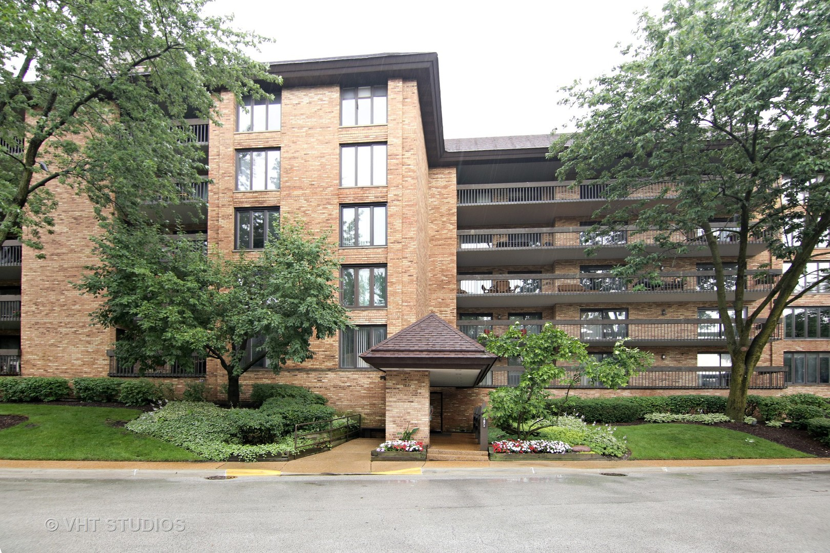 1671 Mission Hills Road 208, Northbrook in Cook County, IL 60062 Home for Sale