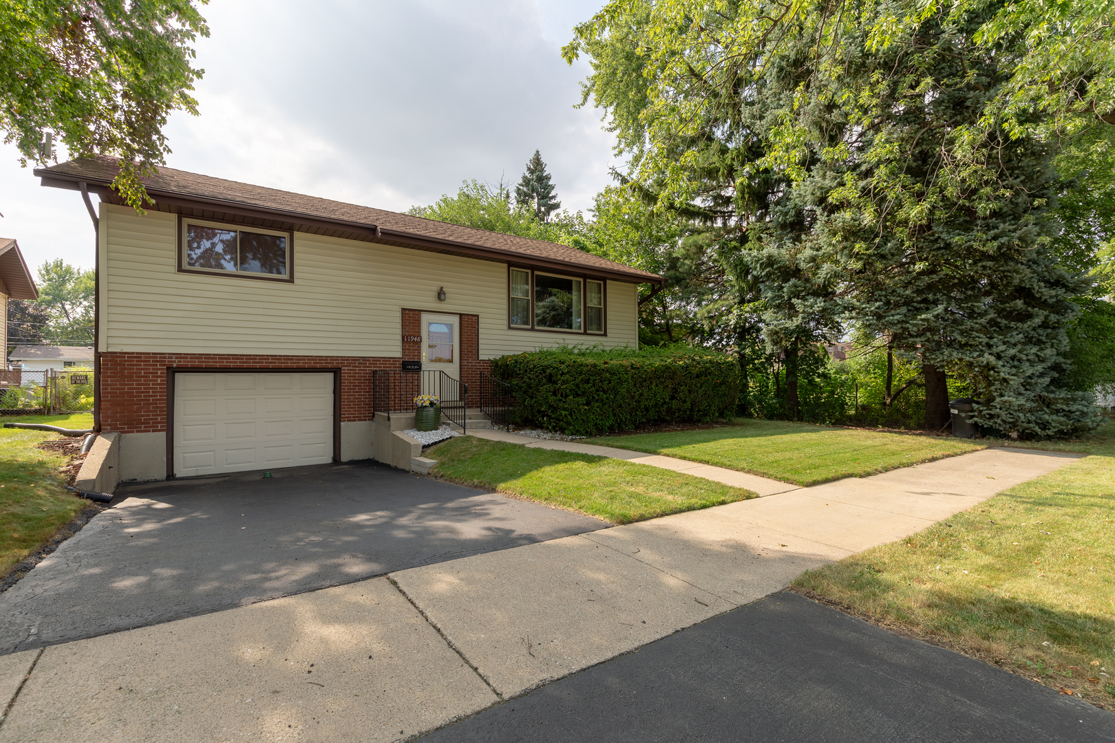 11948 South Komensky Avenue ALSIP, IL 60803