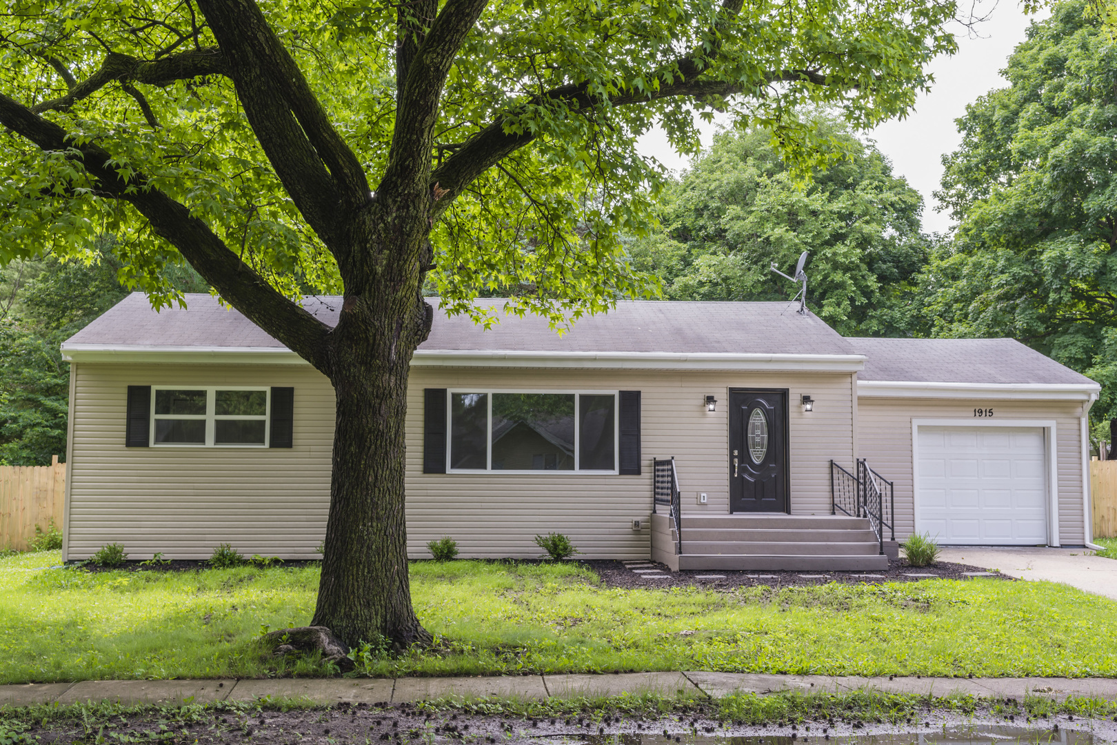 1915 Lynwood Drive, Champaign in Champaign County, IL 61821 Home for Sale