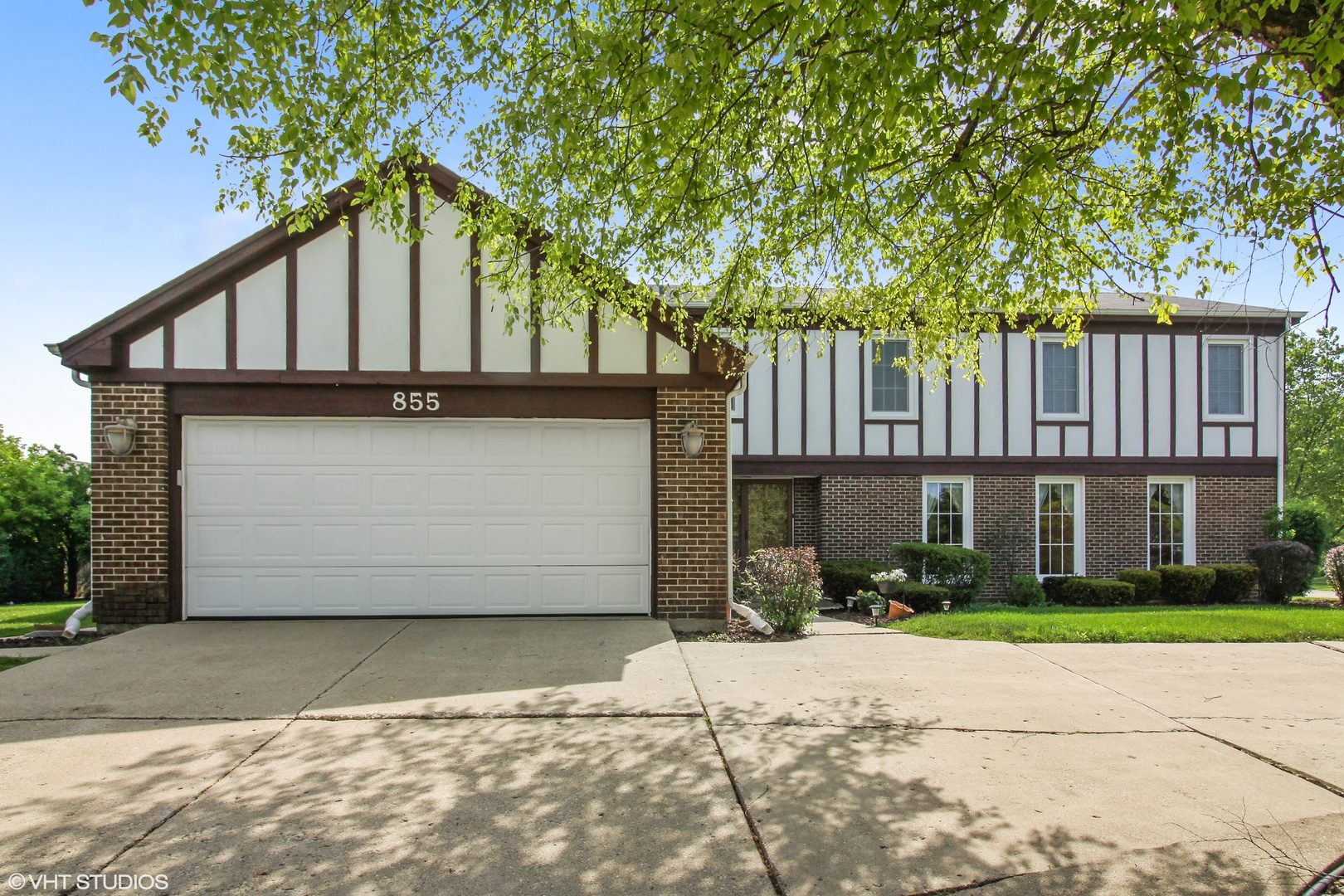 855 Sutton Drive, Northbrook in Cook County, IL 60062 Home for Sale