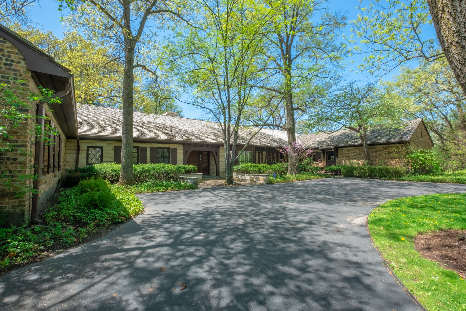 27 Bridlewood Road, Northbrook in Cook County, IL 60062 Home for Sale