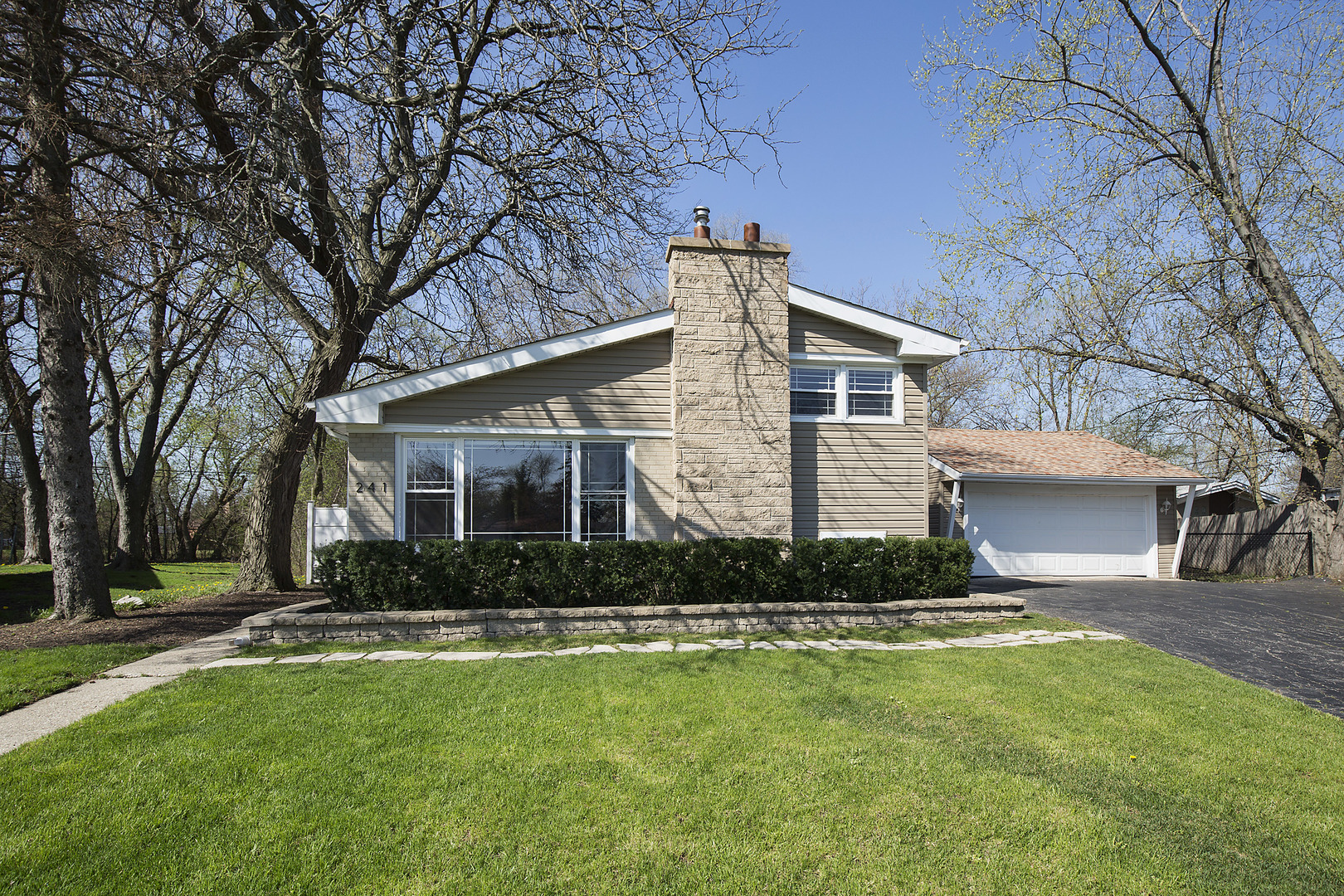 Cul de Sac property for sale at 241 Glendale Road, Glenview Illinois 60025