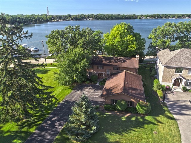 399 Lois Lane, Lake Zurich, Illinois
