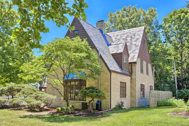 1009 West Healey Street, Champaign in Champaign County, IL 61821 Home for Sale