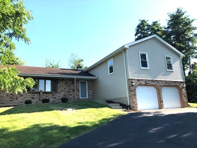1315 Surrey Lane, Algonquin in Mc Henry County, IL 60102 Home for Sale
