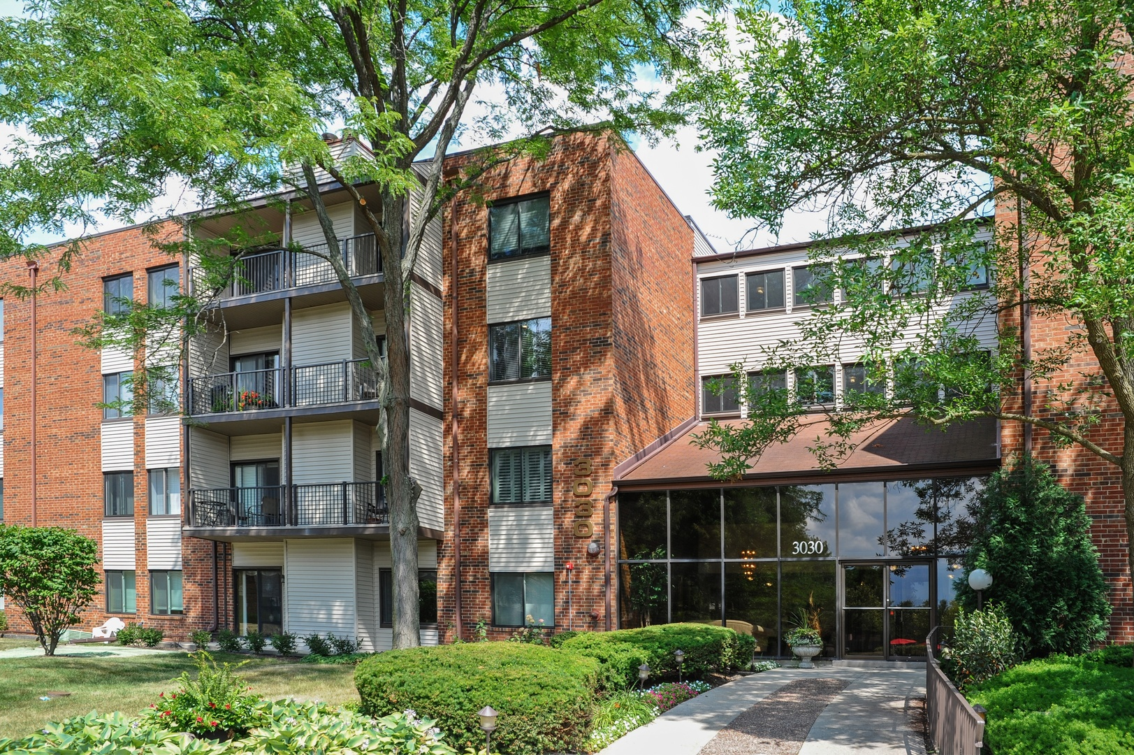 3030 Pheasant Creek Drive 202, Northbrook in Cook County, IL 60062 Home for Sale