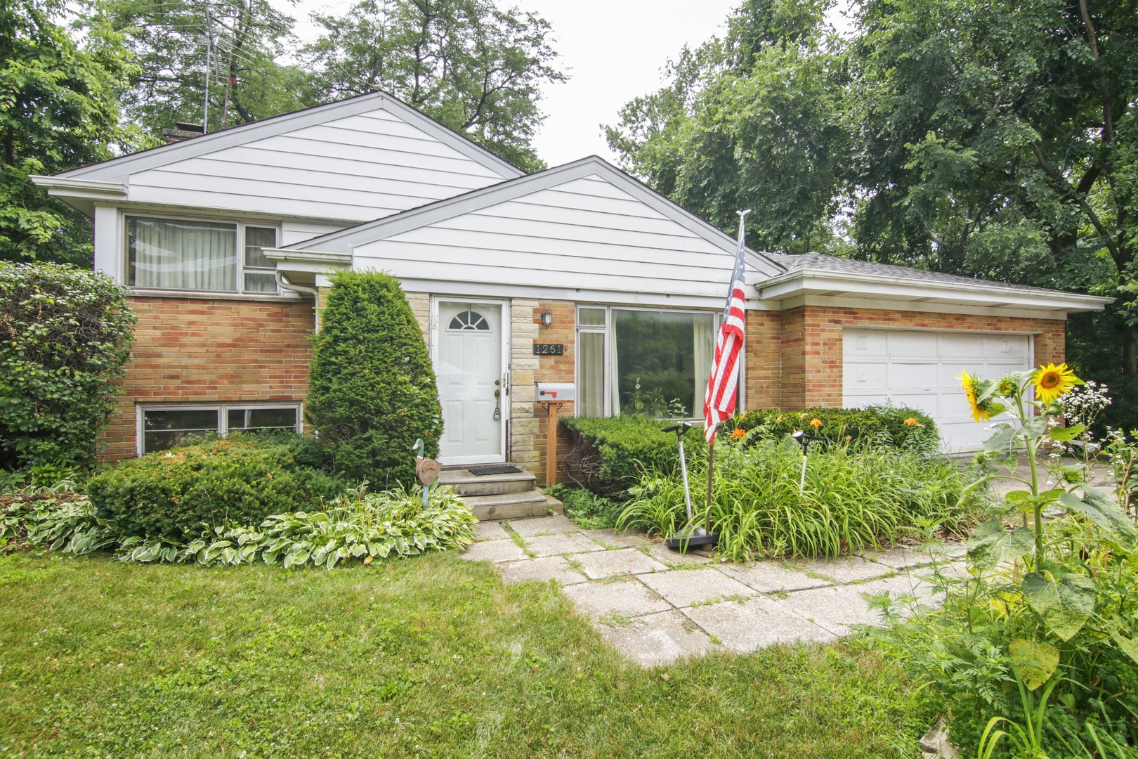 1261 Country Lane, Northbrook in Cook County, IL 60062 Home for Sale