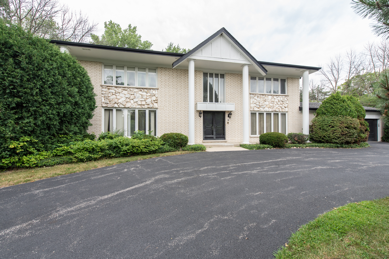 2215 Churchill Lane Highland Park, IL 60035