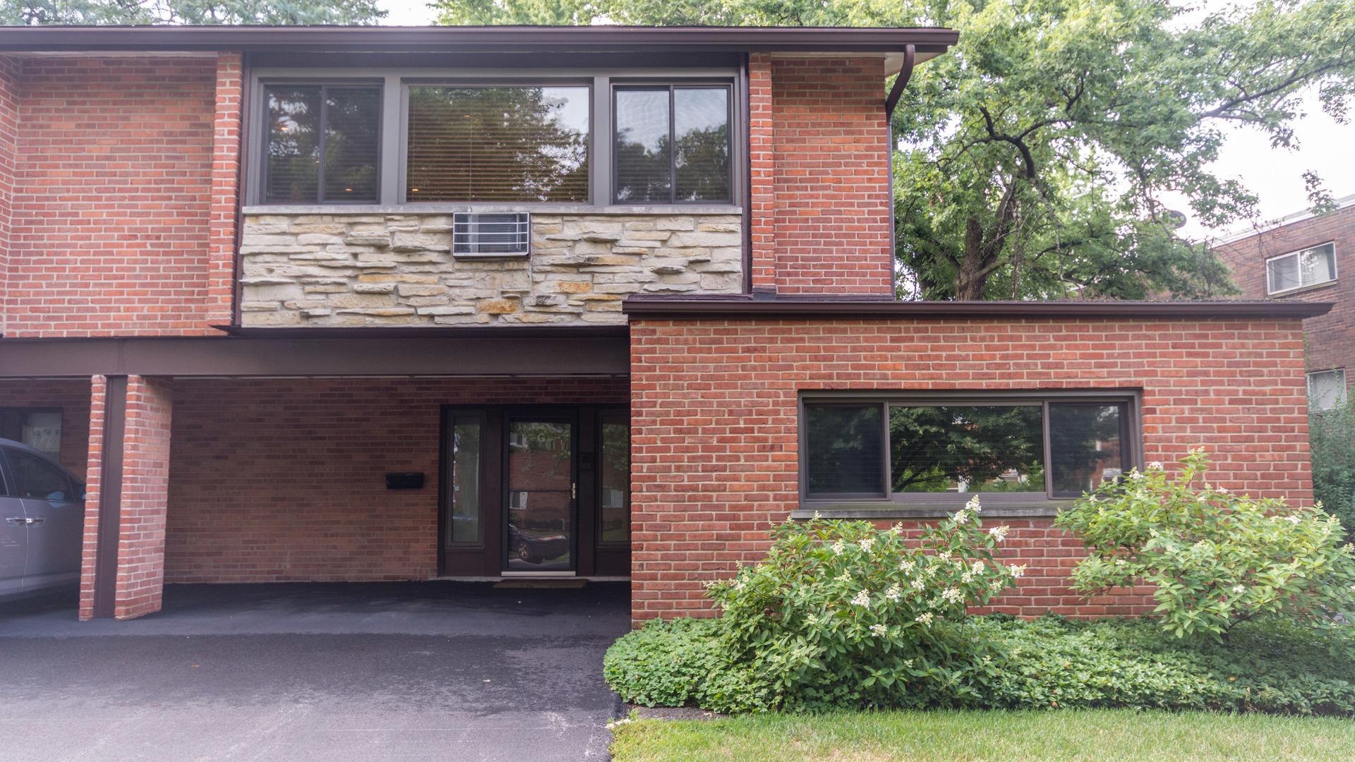 1341 Greenwillow Lane Glenview, IL 60025