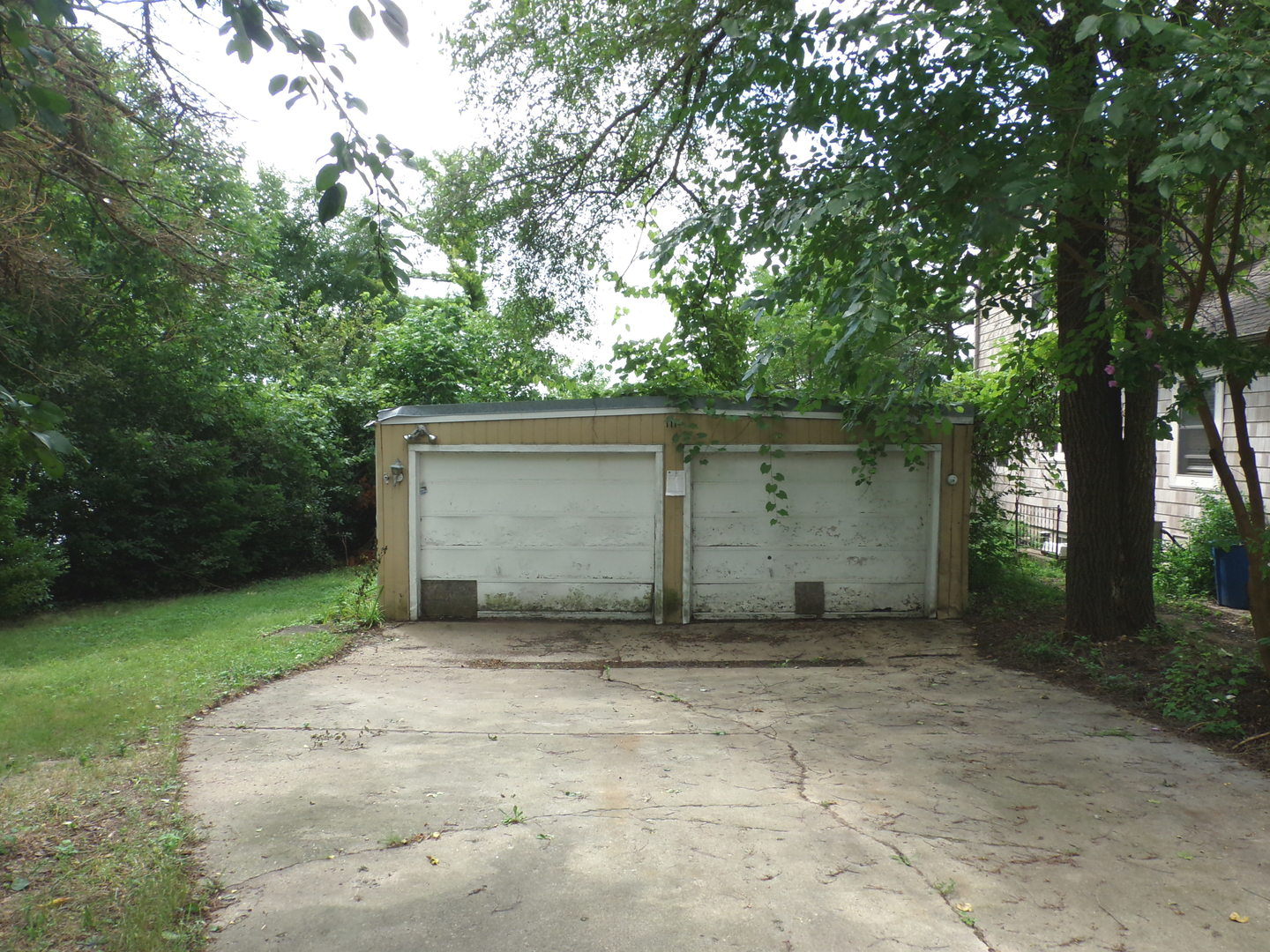 111 Hilltop Drive LAKE IN THE HILLS, IL 60156