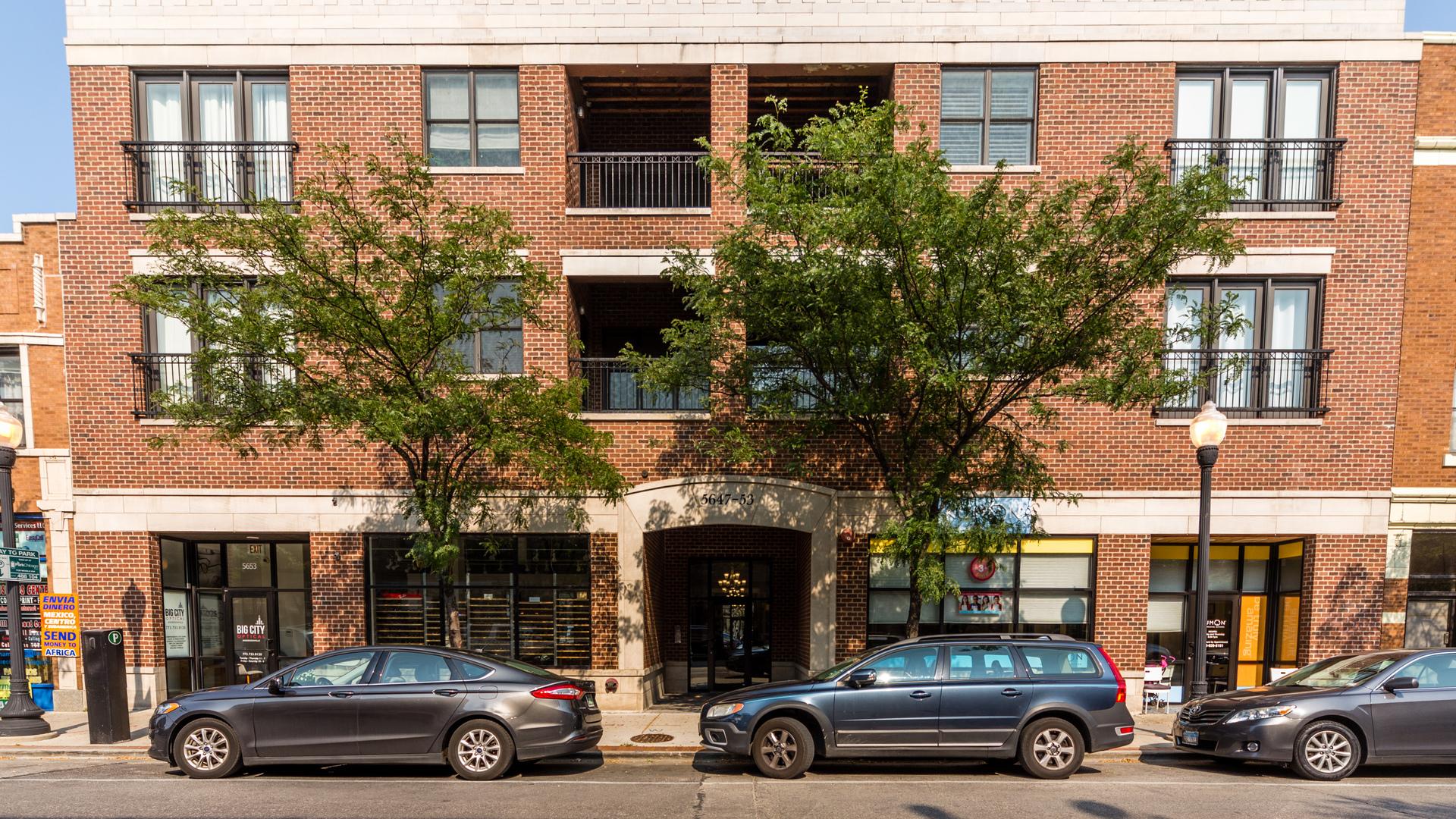 5647 North Clark Street Chicago, IL 60660