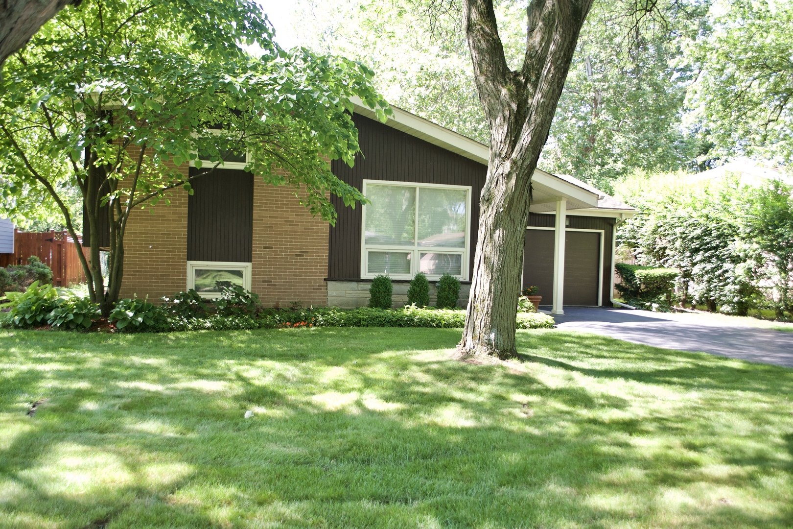 229 Southgate Drive, Northbrook in Cook County, IL 60062 Home for Sale