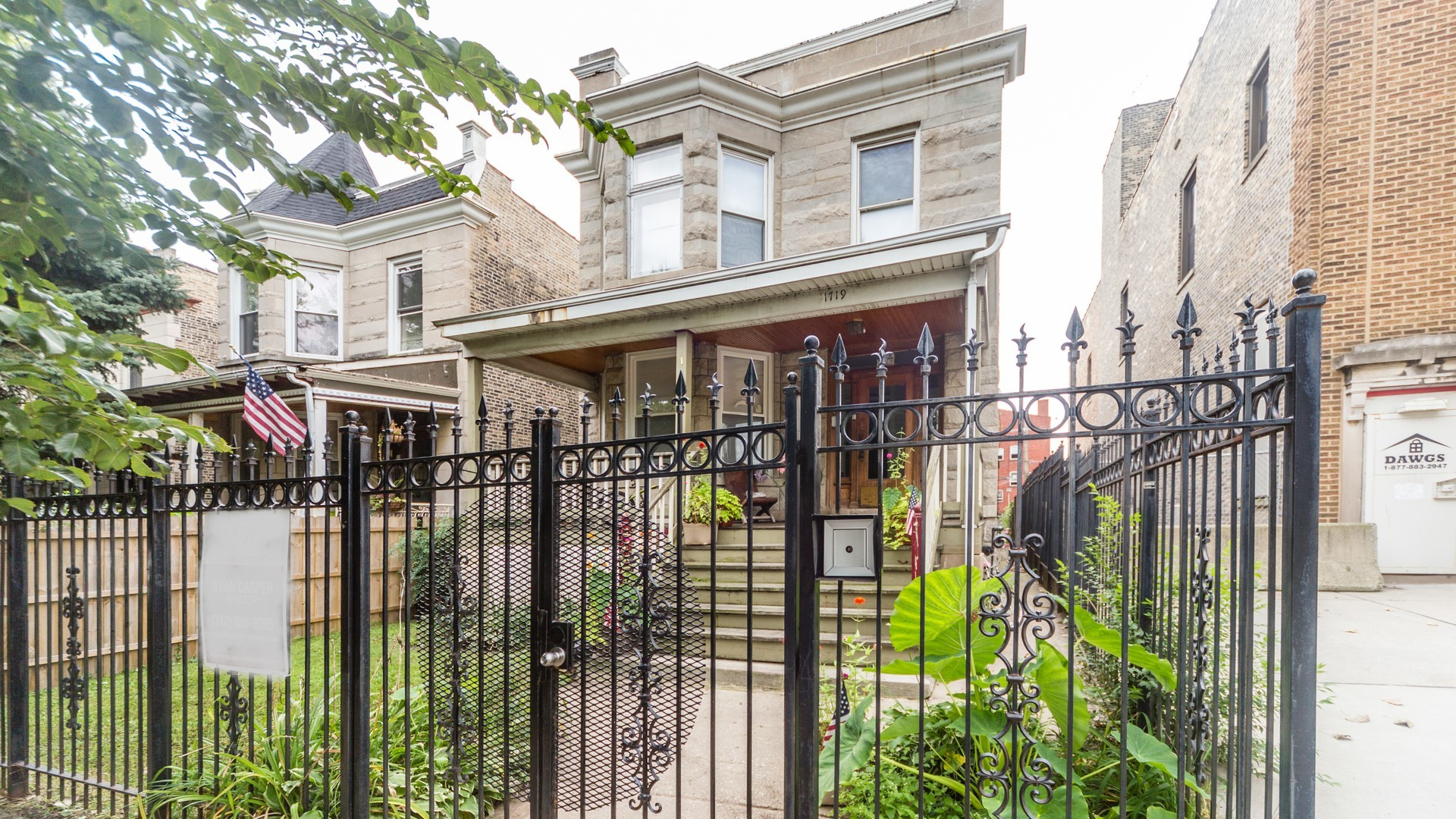1719 West Greenleaf Avenue Chicago, IL 60626