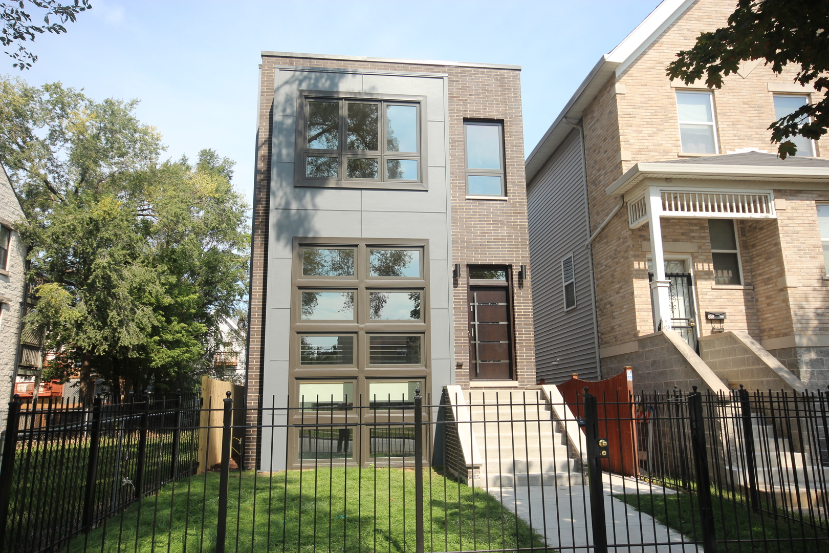 656 East 42nd Street Chicago, IL 60653