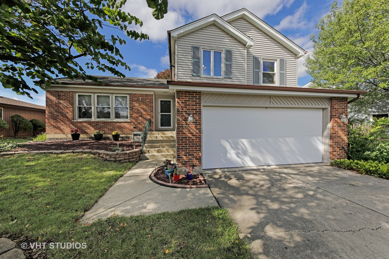1076 JUDY Drive, one of homes for sale in Elk Grove Village
