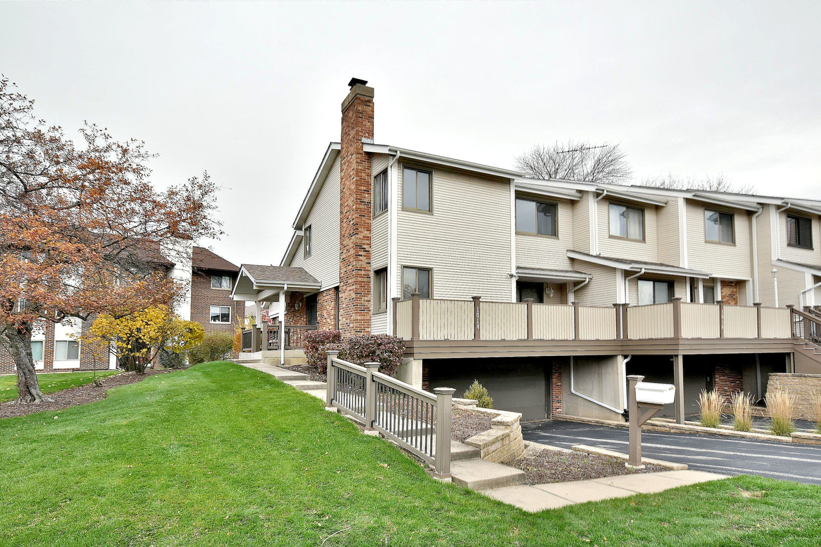1014 Sussex Drive, Northbrook in Cook County, IL 60062 Home for Sale