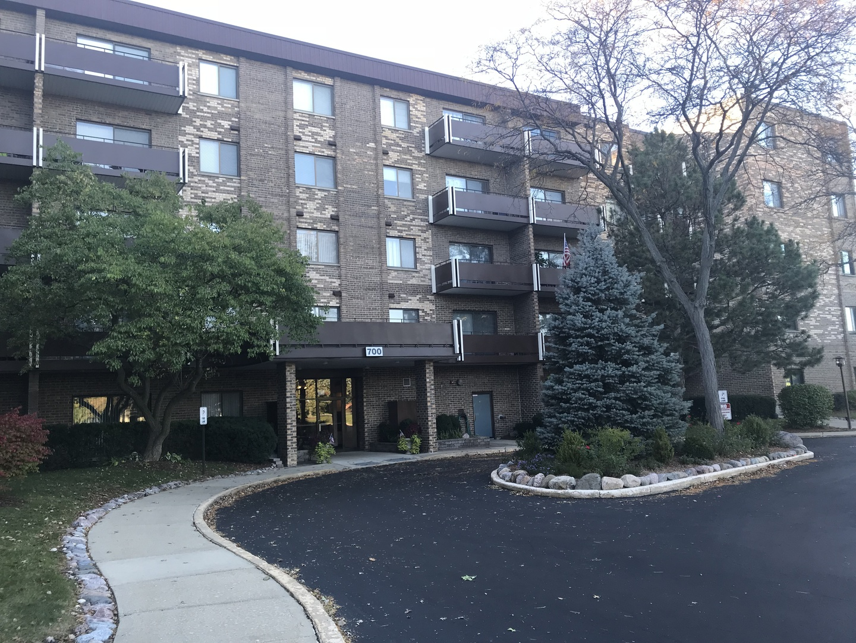 700 WELLINGTON Avenue, Elk Grove Village in Cook County, IL 60007 Home for Sale