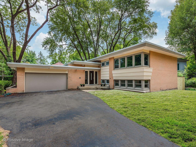 766 Strawberry Hill Drive Glencoe, IL 60022