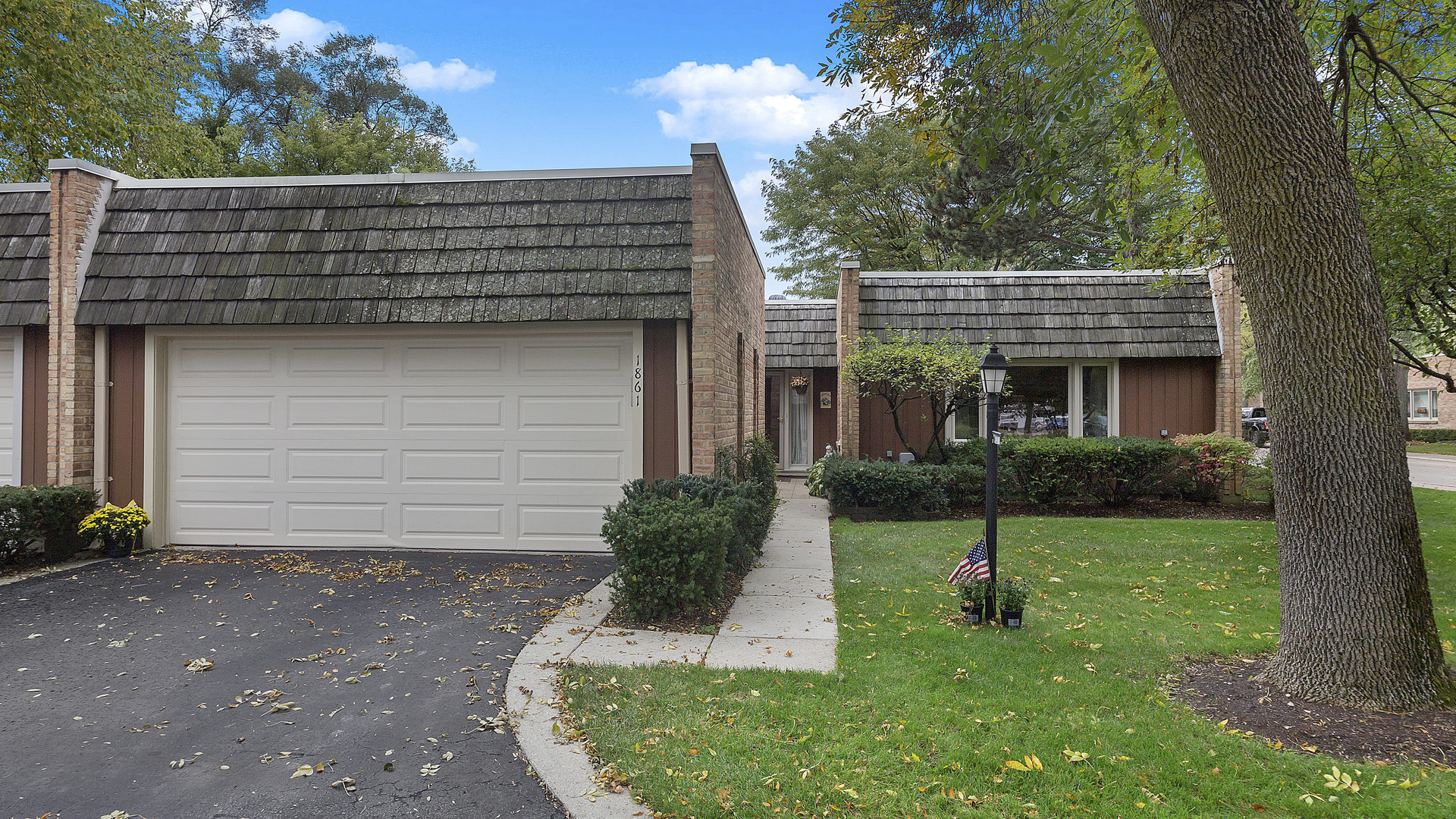 1861 Somerset Lane, Northbrook in Cook County, IL 60062 Home for Sale
