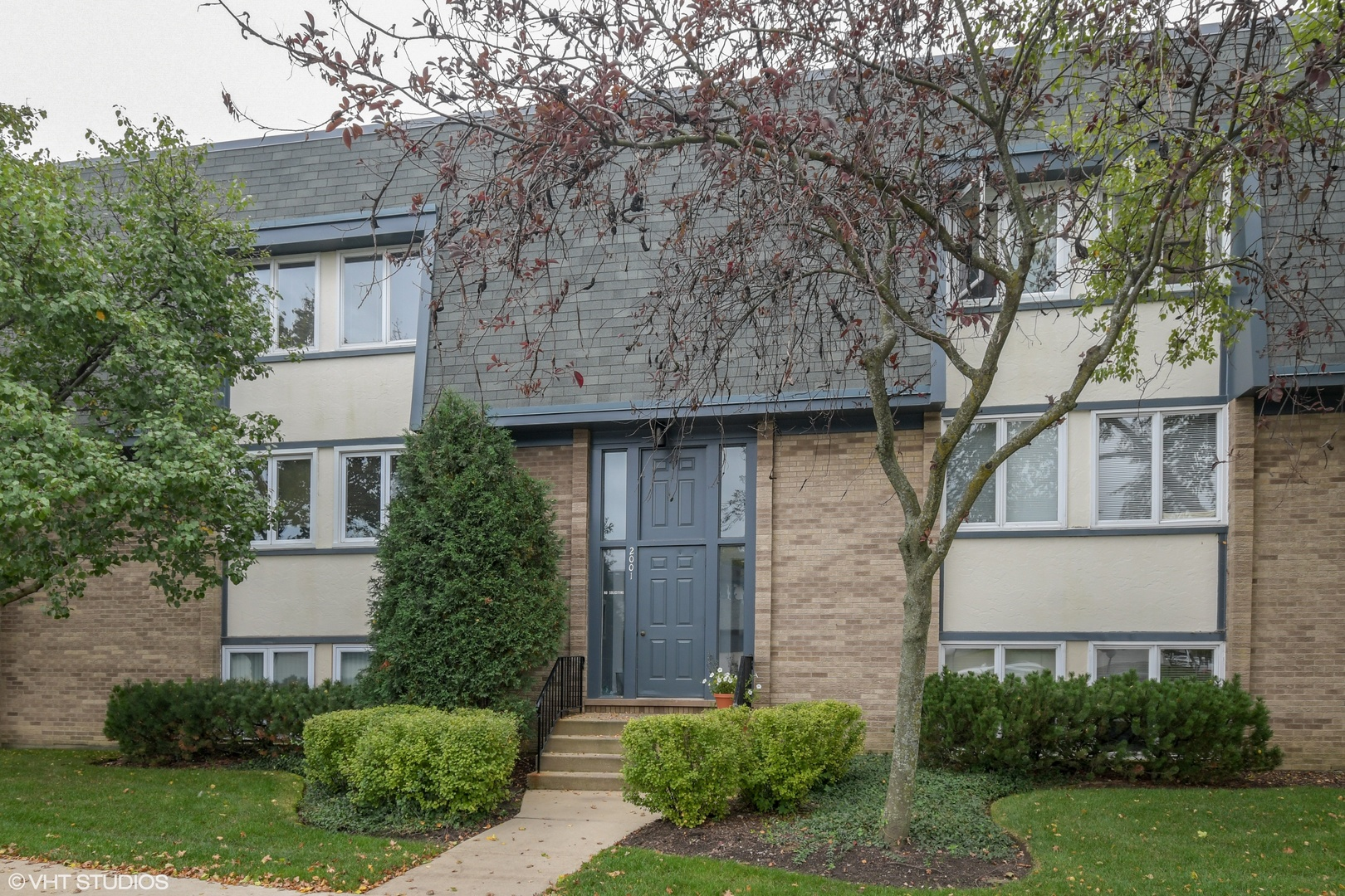 2001 Ammer Ridge Court Glenview, IL 60025