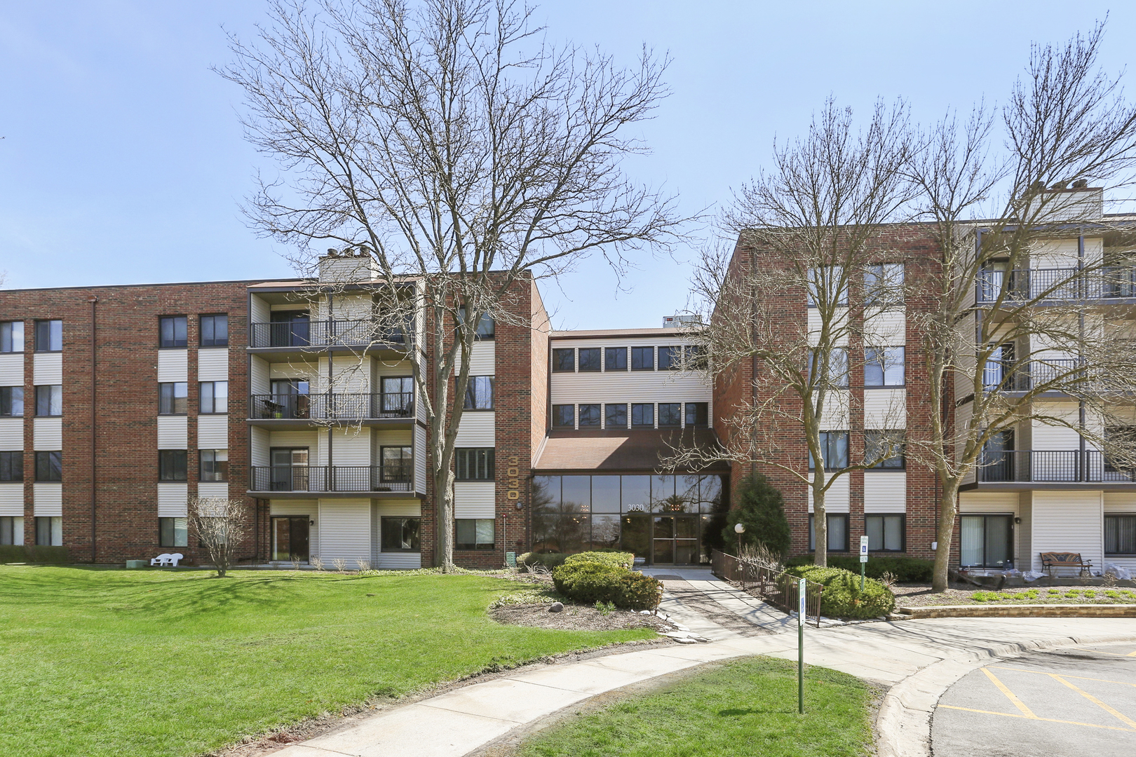 3030 Pheasant Creek Drive, Northbrook in Cook County, IL 60062 Home for Sale