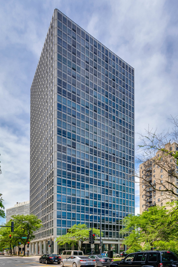 2400 North Lakeview Avenue, Lincoln Park, Illinois