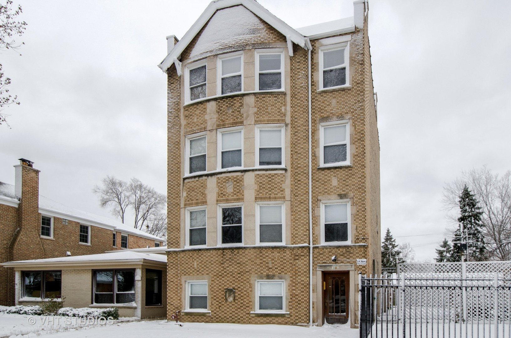 2729 West Jarvis Avenue Chicago, IL 60645