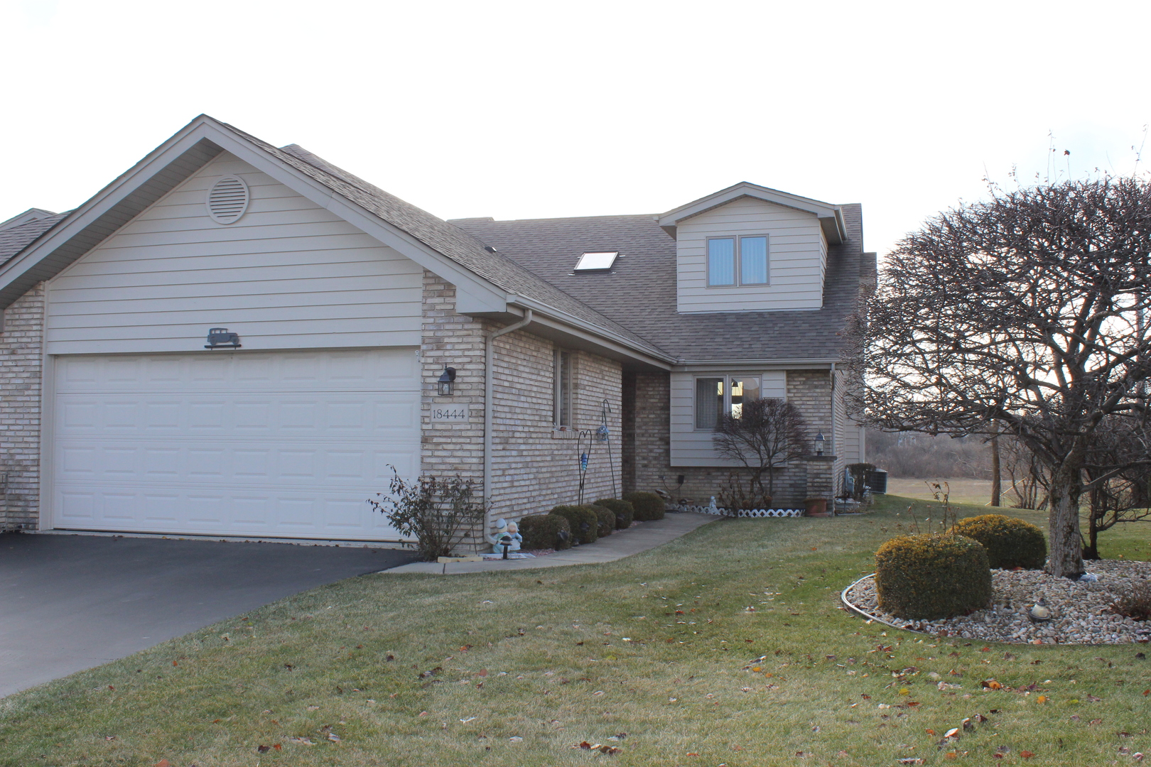 18444 Lakeview Circle, one of homes for sale in Tinley Park