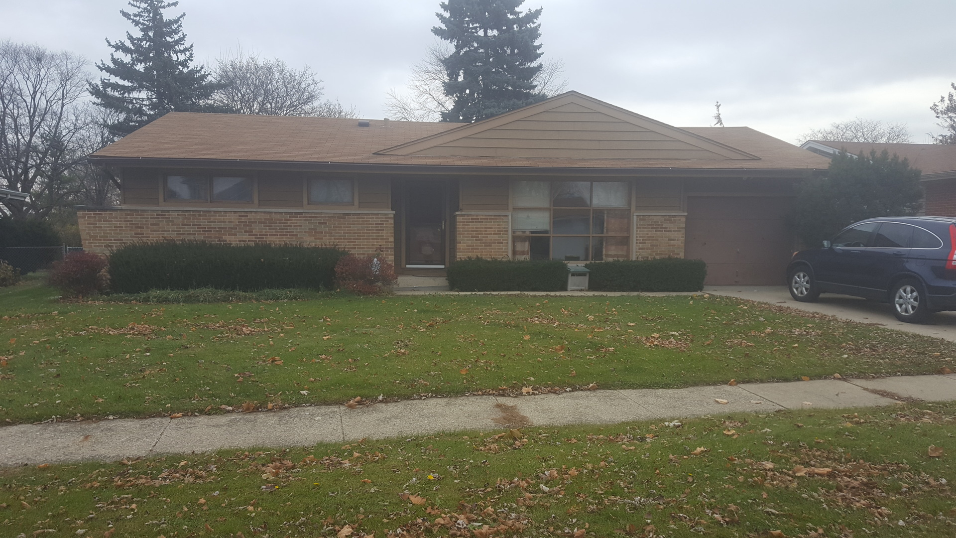 7 Ridgewood Road, Elk Grove Village in Cook County, IL 60007 Home for Sale