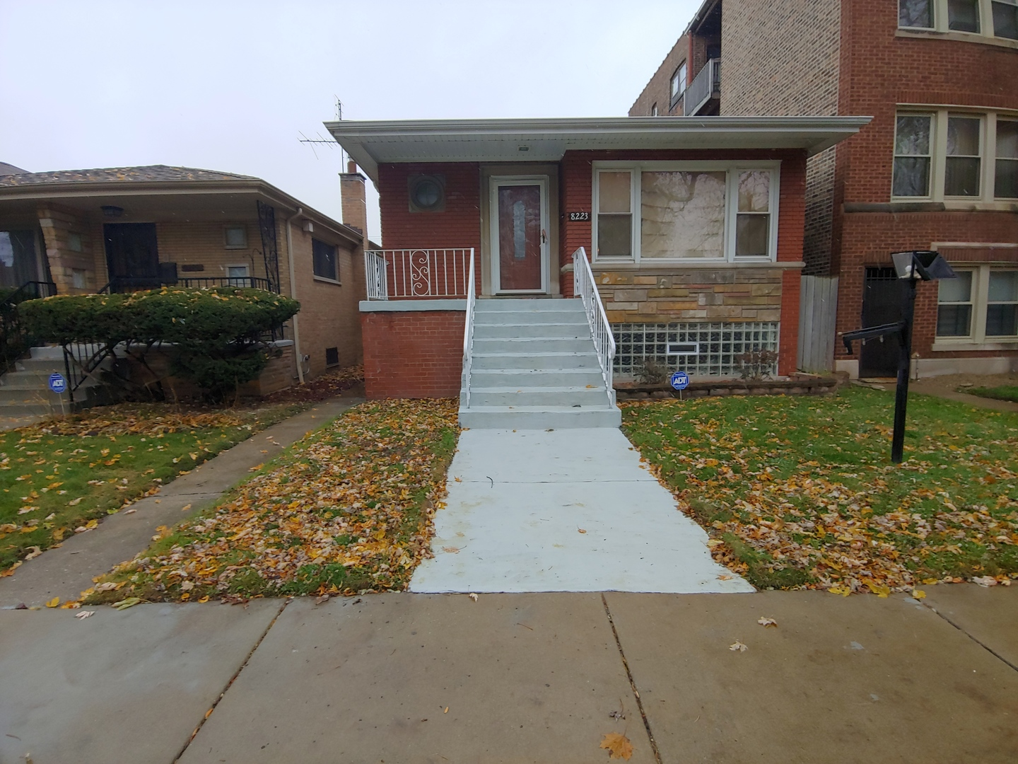 8223 South Calumet Avenue Chicago, IL 60619