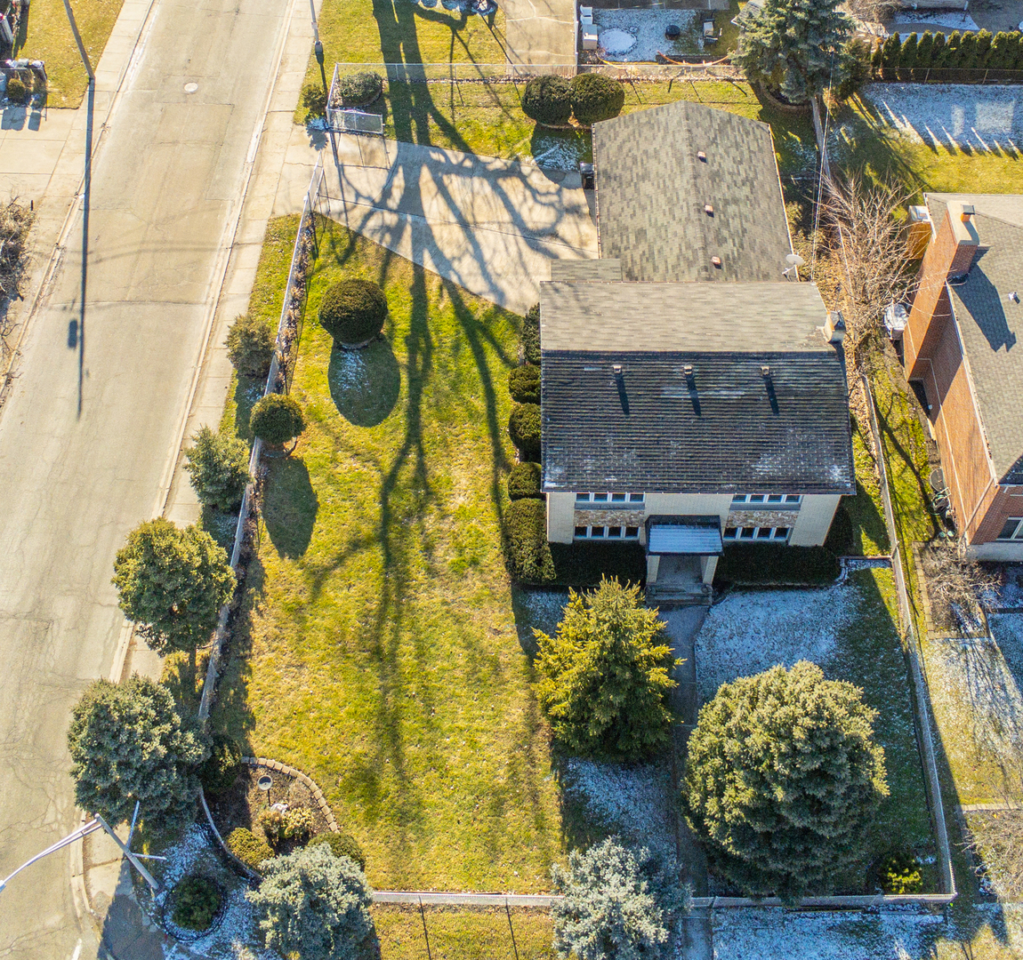 8261 West Strong Street Norridge, IL 60706