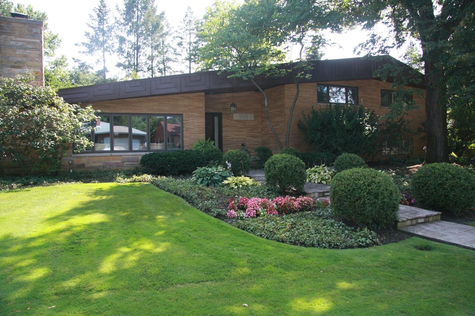 707 Edgemont Lane Park Ridge, IL 60068