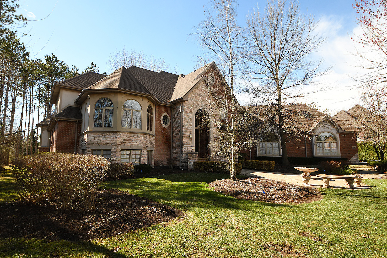 16440 South Alberta Court, one of homes for sale in Homer Glen