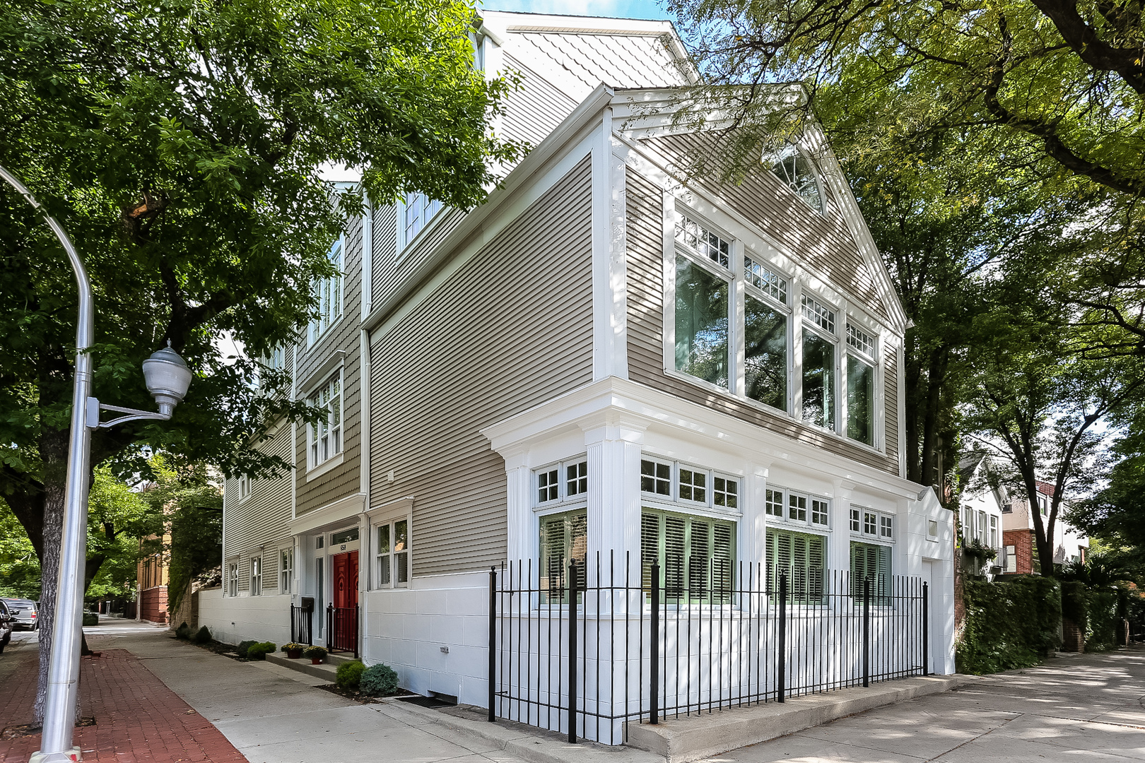 658 West WILLOW Street, Lincoln Park, Illinois