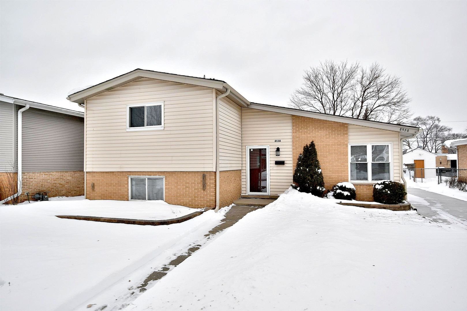 8538 West Madison Drive Niles, IL 60714