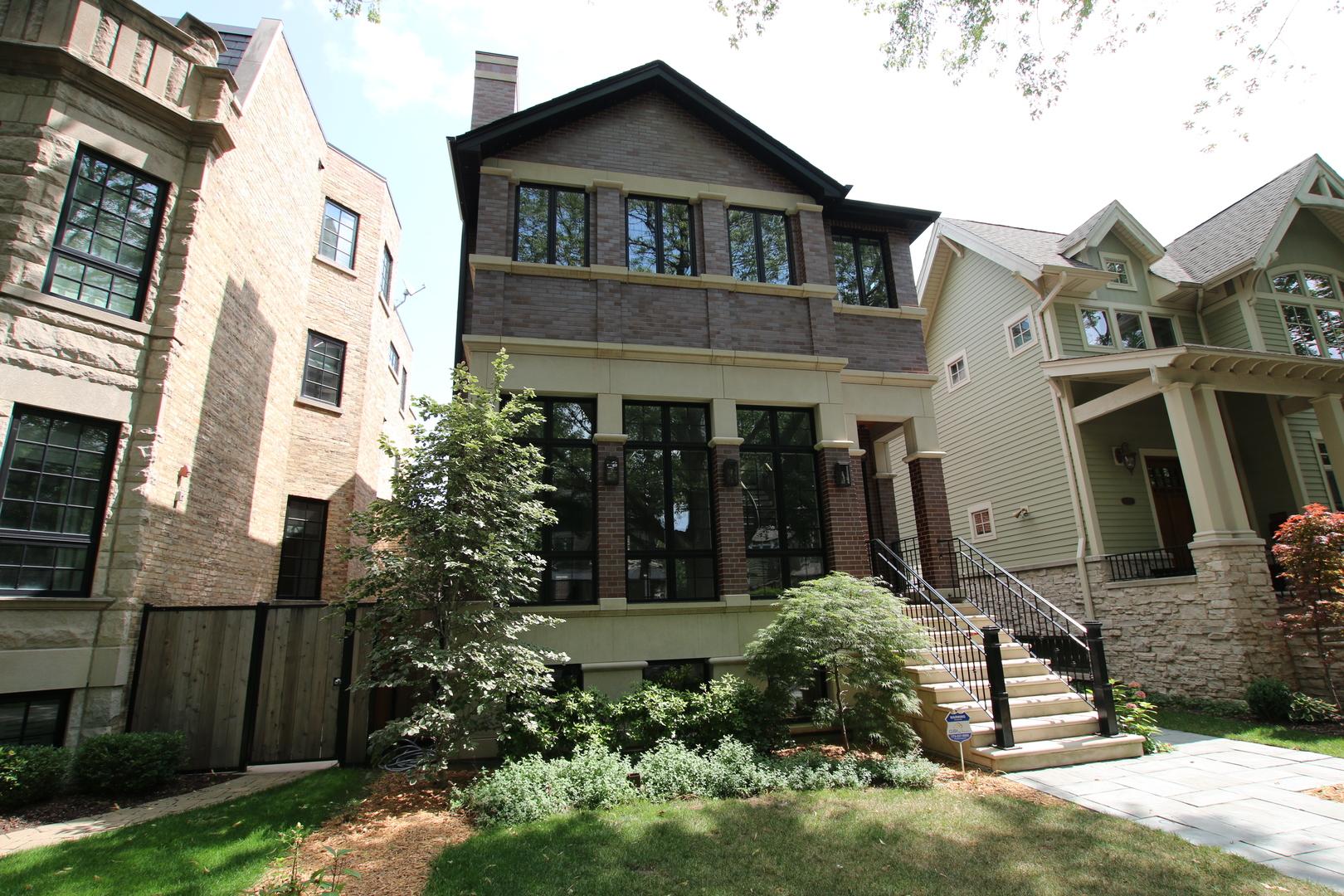 3837 North Hoyne Avenue Chicago, IL 60618