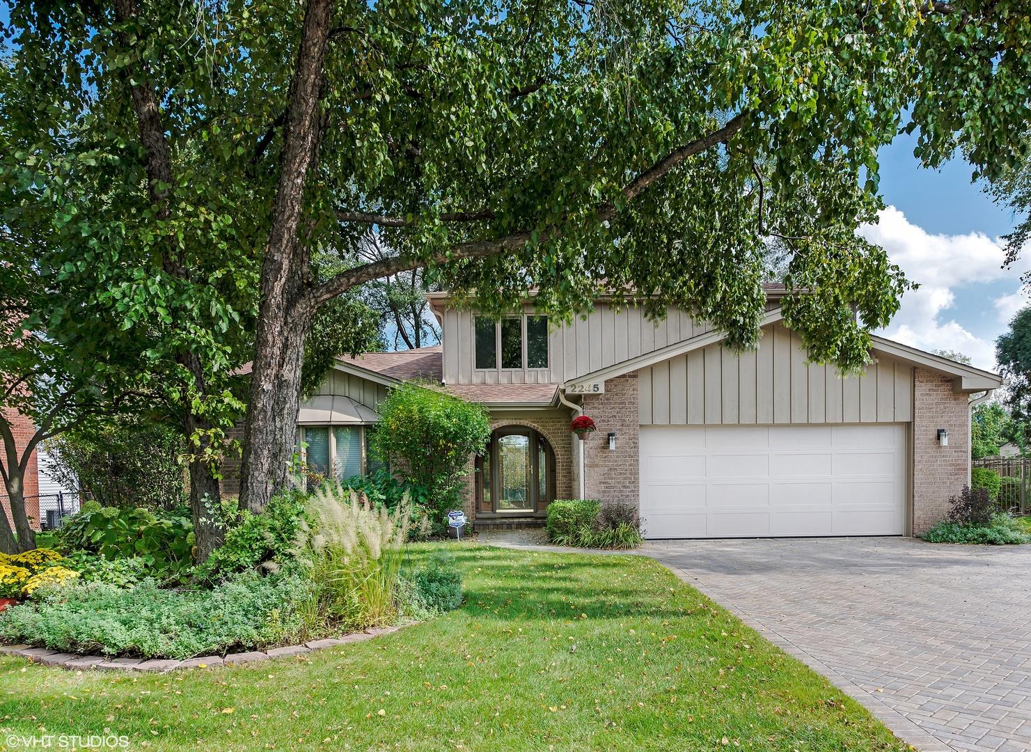 2245 Sussex Lane Glenview, IL 60025