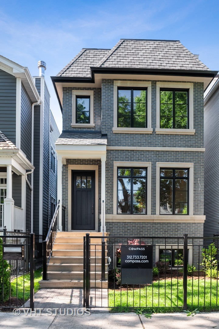 1222 West Wellington Avenue Chicago, IL 60657